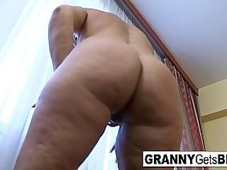 Molten granny loves big shaft