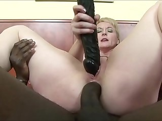 GRANNY Loves IT BLACK