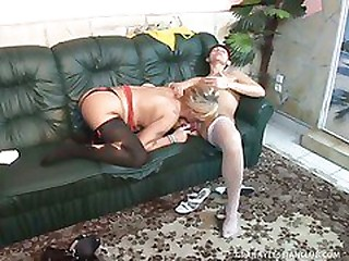 2 Grannies Tart's Each Other with Dual Dildo