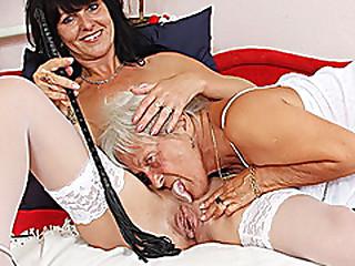 Hairy granny licks hot mummy in lesbian action