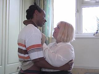 Chubby Older Woman Cheats On Hubby 'cuz This Stunner Wish A BBC