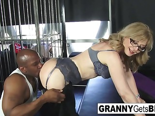 Porn legend Nina Hartley gets beotches in her sexy lingerie