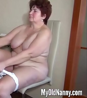 Fat old slut gets eaten in a three way