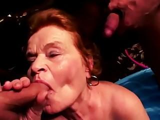 BBW Oma liebt gro&szlig_en Schwanz in ihren Mund und Muschi